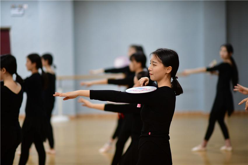 魅力选修课第十三期之练习舞蹈的孩子们